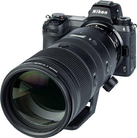 Bild Auch wenn das Nikon Z 70-200 mm F2.8 VR S an der Z 7II sehr frontlastig wirkt, lässt sich die 2,2 kg schwere Kombination aufgrund des gut ausgeprägten Kameragriffs dennoch sehr gut in der Hand halten. [Foto: MediaNord]