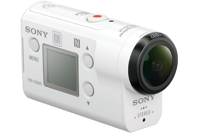 Bild Die Sony FDR-X3000 wird über insgesamt fünf Tasten bedient.Ein großes Display liefert Statusmeldungen und ermöglicht alle Einstellungen über eine komplett neu gestaltete Menüstruktur, die jetzt wirklich gelungen ist. [Foto: Sony]