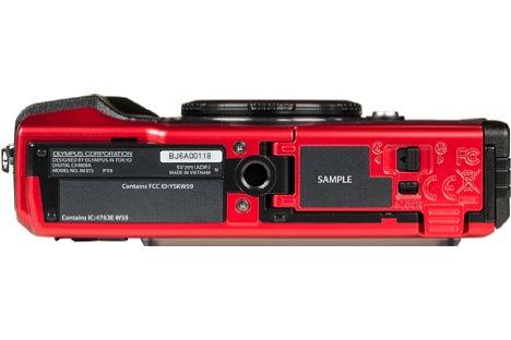 Bild Auch wenn es den Anschein erweckt, so ist das Stativgewinde der Kamera nicht ganz in der optischen Achse platziert. [Foto: MediaNord]