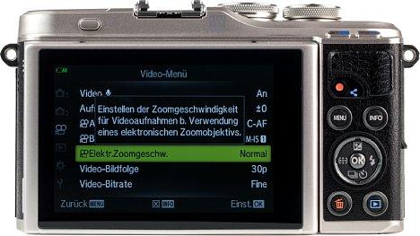 Bild Der Touchscreen wurde nicht konsequent in das Bedienkonzept integriert. Er kann um 80 Grad nach oben und um 180 Grad nach unten geklappt werden. [Foto: MediaNord]