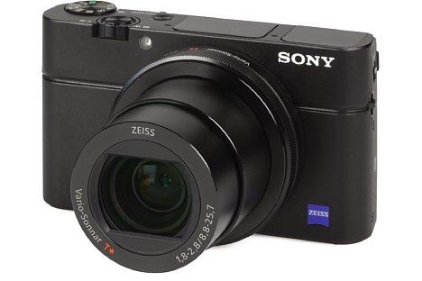 Bild Die Sony DSC-RX100 III besitzt ein F1,8-2,8 lichtstarkes 2,9-fach-Zoom von umgerechnet 24 bis 70 Millimeter. [Foto: MediaNord]