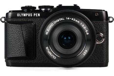 Bild Das Gehäuse derOlympus Pen E-PL7 besteht großteils aus Metall und wird mitgroßflächig verklebter Belederung veredelt. [Foto: MediaNord]