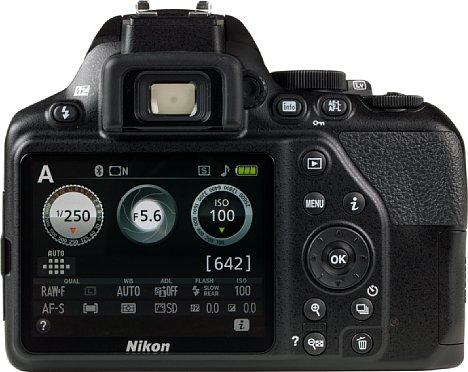 Bild Die Rückseite der Kamera wurde so gestaltet, dass die Bedienelemente auf der rechten Seite liegen und der Monitor ganz am linken Rand. [Foto: MediaNord]