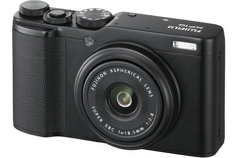 Bild Die Fujifilm XF10 ist die wohl kompakteste und mit knapp unter 500 Euro vor allem preisgünstigste APS-C-Kompaktkamera am Markt. [Foto: Fujifilm]