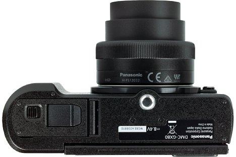 Bild Das Stativgewinde der Panasonic Lumix DMC-GX80 sitzt vorbildlich in der optischen Achse. Die Anordnung so weit vorne sorgt für eine bessere Balance mit größeren Objektiven. [Foto: MediaNord]