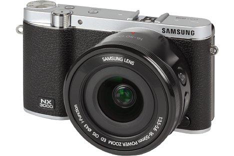 Bild DasSamsung NX Lens 16-50 mm F3.5-5.6 Power Zoom ED OIS dient als besonders kompaktes Setobjektiv der Samsung NX3000. [Foto: MediaNord]