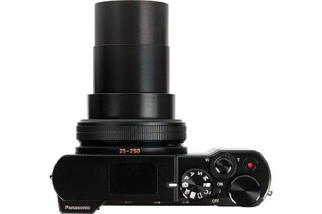 Bild Das Zehnfachzoom der Panasonic Lumix DMC-TZ101 fährt bei der Endbrennweite von 91 Millimeter (250 mm Kleinbildäquivalent) zu einer stattlichen Länge aus. [Foto: MediaNord]