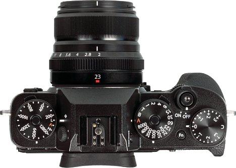 Bild Das Fujifilm XF 23 mm F2 R WR besitzt einen Blendenring und passt damit ideal zur X-T2 und X-Pro2 (nicht abgebildet), die ihrerseits über dedizierte Räder zur Einstellung der Belichtungsparamter ISO-Empfindlichkeit und Blende verfügen. [Foto: MediaNord]