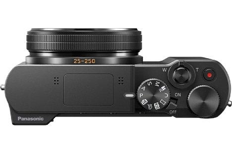 Bild Ausgeschaltet ist die Panasonic Lumix DMC-TZ101 4,4 Zentimeter flach und nimmt damit wenig Platz in der (Reise-) Tasche weg. [Foto: Panasonic]