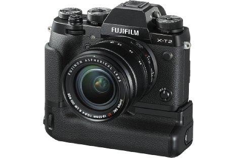 Bild Der Multifunktionsgriff VPB-XT2 sorgt aber auch für eine bessere Handhabung der Fujifilm X-T2, vor allem im Hochformat. [Foto: Fujifilm]