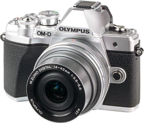 Bild Die Olympus OM-D E-M10 Mark III ist eine sehr kompakte spiegellose Systemkamera, die sich vor allem an Einsteiger richtet. [Foto: MediaNord]