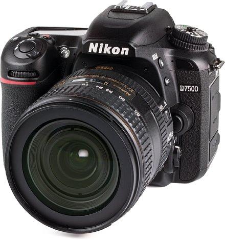 Bild Die Nikon D7500 besitzt ein robustes, gegen Staub und Spritzwasser abgedichtetes Kunststoffgehäuse in Monocoque-Bauweise. [Foto: MediaNord]