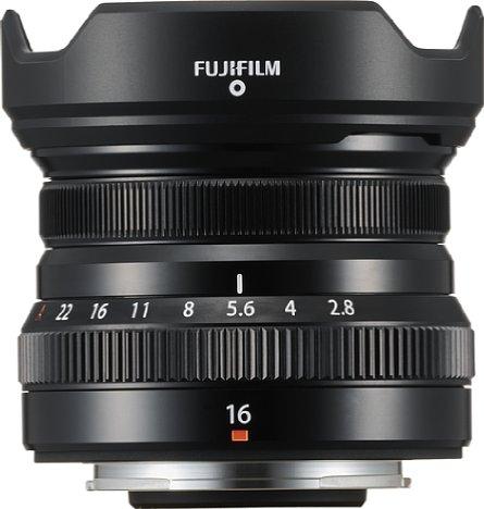 Bild Das Fujifilm Fujinon XF 16 mm F2.8 R WR besitzt eine süße, kleine, abnehmbare Gegenlichtblende. [Foto: Fujifilm]