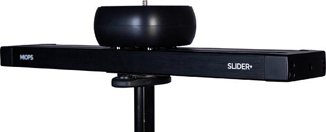 Bild Der MIOPS Slider+ besitzt eine 1/4 Zoll Schraube zur Kameramontage und 3/8 Zoll Gewindebuchse für die Stativmontag des Sliders. [Foto: MIOPS]
