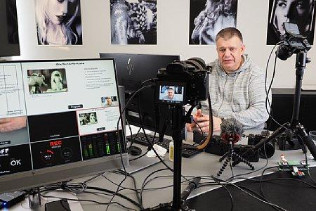 Ernst Ulrich Soja bei der Produktion des Schulungsvideo 'Panasonic Einsteigerschulung'. [Foto: MediaNord]