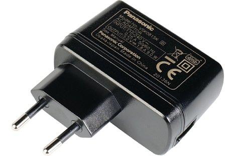 Bild Das Panasonic VSK0815K kann mit seinen 5 V und 1,8 A (9 W) nicht nur zum Aufladen, sondern auch zur Dauerstromversorgung, beispielsweise der Lumix DC-S5, verwendet werden. [Foto: MediaNord]