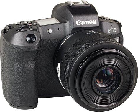 Bild Nur 945 Gramm wiegt die Kombination aus der Canon EOS R mit dem RF 35 mm1.8 IS STM. Dabei hat das Objektiv mit unter 300 Gramm den geringsten Anteil daran. [Foto: MediaNord]