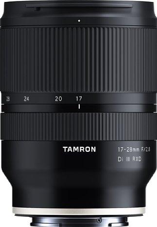 Bild Mit einer Länge von 9,9 und einem Durchmesser von 7,3 sowie einem Gewicht von nur 420 Gramm fällt das Tamron 17-28 mm 2.8 Di III RXD (A046) trotz seiner hohen Lichtstärke angenehm kompakt und leicht aus. Wettergeschützt ist es obendrein. [Foto: Tamron]