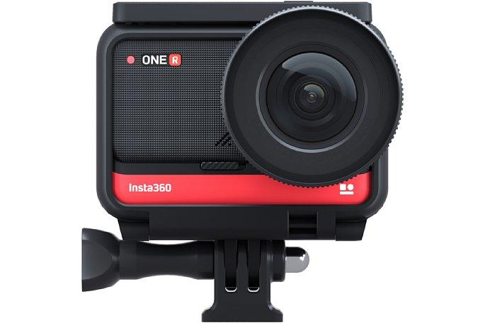 Bild Insta360 One R 1-Inch Edition im Halterahmen. Zwar rasten die drei Bausteine der Kamera gut ineinander ein und sind grundsätzlich wasserdicht. Damit das aber so bleibt, soll die Konfiguration immer im Halterahmen betrieben werden. [Foto: Insta360]