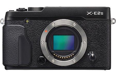 Bild Die Fujfilm X-E2S besitzt einen verbesserten Bildsensor, der weiterhin 16 Megapixel auflöst. Die Maximalempfindlichkeit liegt nun bei ISO 51.200 und die integrierten Phasen-AF-Sensor arbeiten nun auch noch bei 0,5 statt nur bei 2,5 EV Mindestlicht. [Foto: Fujifilm]