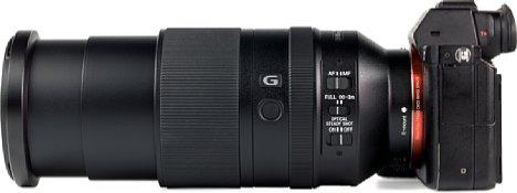 Bild Voll gezoomt fährt der zweisegmentige Tubus des Sony FE 70-300 mmF4.5-5.6 G OSS (SEL-70300G)um 6,6 Zentimeter aus. Das Objektiv misst dann etwa 21 Zentimeter in der Länge. [Foto: MediaNord]