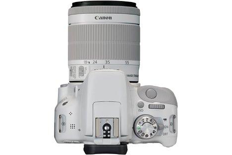 Bild Als Kontrastfarbe, hauptsächlich bei den Gummierungen, kommt beim Canon EOS 100D White Edition Kit mit EF-S 18-55 mm 3.5-5.6 STM Hellgrau zum Einsatz [Foto: Canon]