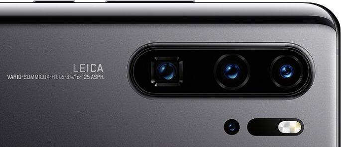 """Bild Vierfach-Kamera des Huawei P30 Pro. Die TOF-Kamera sitzt separat neben dem LED-Blitz. Auf diesem Foto steht klar """"125mm"""", alle technischen Daten lassen aber eher auf 135 mm Telebrennweite schließen. [Foto: Huawei]"""