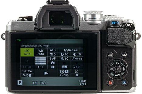 Bild Die Olympus OM-D E-M10 Mark III wartet nicht nur mit einem neigbaren Touchscreen auf, sondern auch mit einem hochauflösenden OLED-Sucher. [Foto: MediaNord]