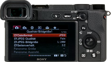 Bild Der Monitor auf der Rückseite der Sony Alpha 6400 besitzt eine präzise Touchfunktion, die leider nicht für die Menünavigation eingesetzt werden kann. [Foto: MediaNord]