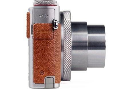"""Bild Die """"Belederung"""" der PowerShot G9 X Mark II entpuppt sich bei genauerer Betrachtung als glatter harter Kunststoff. Auf der rechten Gehäuseseite befinden sich zudem noch der USB- und HDMI-Anschluss. [Foto: MediaNord]"""