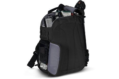 Bild Der Manfrotto Agile V wird wie bei einer Sling-Tasche üblich von der Seite beladen. Im Daypack-Fach oben bringt man weiteres Zubehör unter. [Foto: Manfrotto]