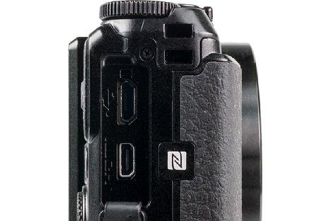Bild Nikon CoolPix A900, hier nochmal mit geöffneter Klappe für HDMI- und USB-Anschlüsse. [Foto: MediaNord]