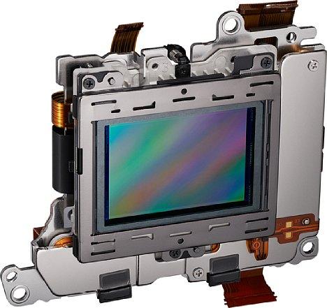 """Bild Der Sensor sorgt für die """"Digitalisierung"""" der einfallenden Lichtwellen. Diese Daten werden dann auf die Speicherkarte als Rohdaten geschrieben oder in ein JPEG gerendert. [Foto: Nikon]"""