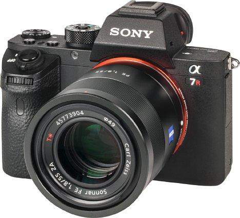 Bild Die Sony Alpha 7R II wird nur ohne Setobjektiv verkauft. Daher diente das Normalobjektiv 55 mm 1.8 als Testobjektiv. [Foto: MediaNord]
