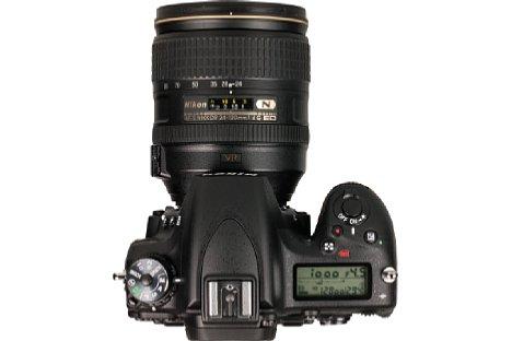 Bild Auf der Oberseite informiert die Nikon D750 mit ihrem LC-Display über die wichtigsten Aufnahmeparameter und Einstellungen. [Foto: MediaNord]