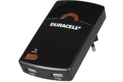 Bild Der Duracell Travel Charger stellt zwei USB-Ladebuchsen bereit. Zusätzlich besitzt das Steckernetzteil einen eingebauten 1.800mAH-Akku, mit dem Smartphones oder Kameras sogar dann nachgeladen werden können, wenn keine Steckdose zur Verfügung steht. [Foto: MediaNord]