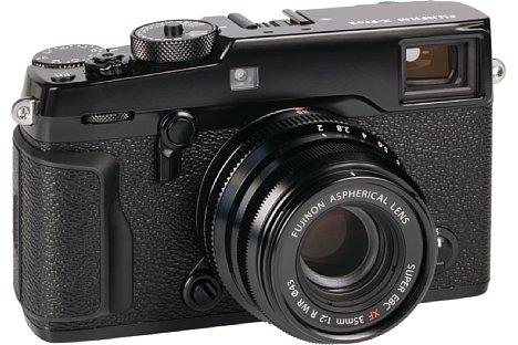 Bild An der wuchtigen Fujifilm X-Pro2 sieht dasXF 35 mm F2 R WR schon etwas fipsig aus, zur X-T10 beispielsweise passt es von der Größe her viel besser. [Foto: MediaNord]
