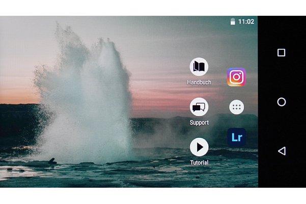 Bild Die Android-Oberfläche der Zeiss ZX1 verhält sich bei der Bedienung wie ein Smartphone beziehungsweise Tablet. [Foto: MediaNord]