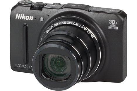 Bild Die Nikon Coolpix S9700 wartet mit einem beeindruckenden optischen 30-fach-Zoom von umgerechnet 25-750 Millimeter (KB) auf. [Foto: MediaNord]