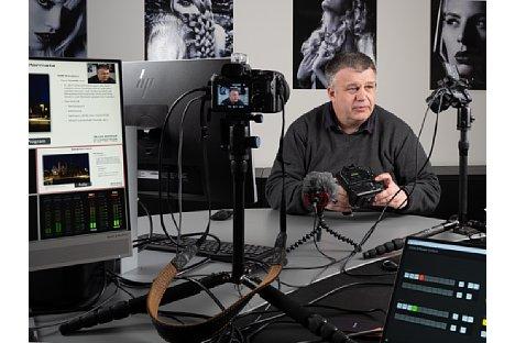 """Bild Ernst Ulrich Soja bei der Produktion des Schulungsvideo """"Olympus Fortgeschrittenenseminar"""". [Foto: MediaNord]"""