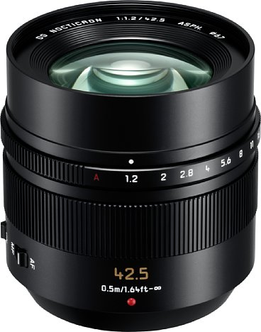 Bild Das Panasonic Leica DG Nocticron 42,5 mm 1,2 Asph. Power-OIS ist groß und schwer, aber mit seinem Metalltubus auch hervorragend verarbeitet. [Foto: Panasonic]