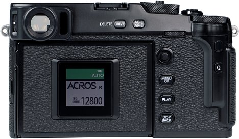 Bild Mit dem rückwärtigen Color-Memory-LCD soll die Fujifilm X-Pro3 noch klassischer wirken, als das Vorgängermodell. Wirklich praktisch ist das zum digitalen Fotografieren aber nicht, obwohl die X-Pro3 einen tollen optisch-elektronischen Hybridsucher besitzt. [Foto: MediaNord]