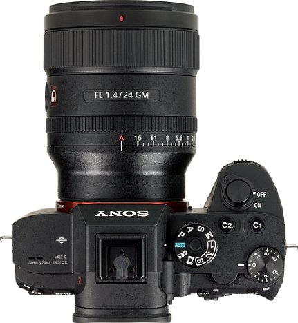 Bild Besonders im Weitwinkel spielt die spiegellose Systemkamera Sony Alpha 7 R III mit dem FE 24 mm F1.4 GM (SEL24F14GM) die Vorteile des geringen Auflagemaßes aus. Die Kombination ist sehr kompakt und wiegt nur knapp 1,1 Kilogramm. [Foto: MediaNord]