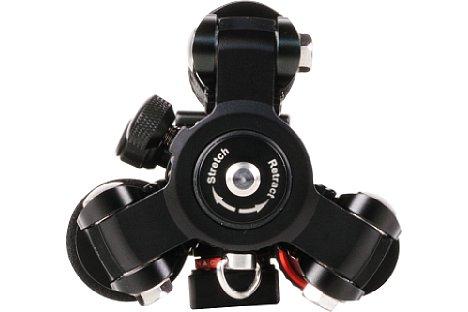 Bild Der Blick auf die Schulter des Rollei C5i Carbon zeigt die zusätzliche Mittelsäulenfixierung und die Gewichtsoptimierte Form der Stativschulter. [Foto: MediaNord]