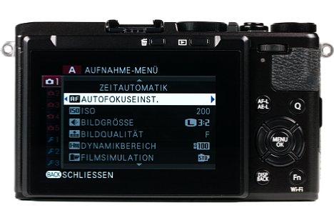 Bild Die Fujifilm X70 besitzt keinen Sucher, aber der 7,5 Zentimeter große Bildschirm löst 1,04 Millionen Bildpunkte auf und lässt sich um 45 Grad nach unten sowie um 180 Grad nach oben klappen. [Foto: MediaNord]