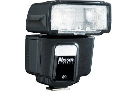 Bild Der Nissin i40 besitzt ein in neun Stufen einstellbares LED-Dauerlicht, das für Videoaufnahmen genutzt werden kann. [Foto: Nissin]