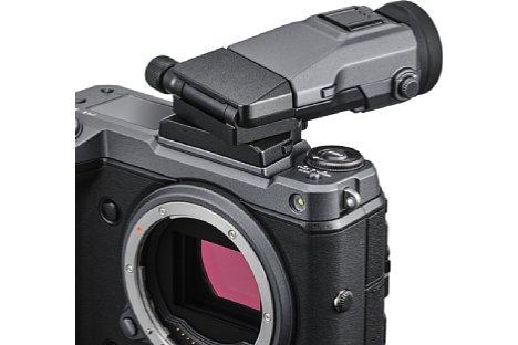 Bild Mit Hilfe des EVF-TL1 lässt sich der Sucher der Fujifilm GFX100 seitlich schwenken. [Foto: Fujifilm]