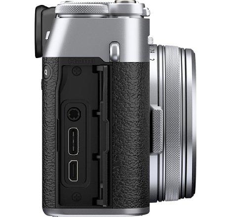 Bild Die Fujifilm X100V bietet drei Schnittstellen: Eine kombinierte Mikrofon- und Fernauslösebuchse, einen USB-C-Anschluss und eine Micro-HDMI-Buchse. [Foto: Fujifilm]