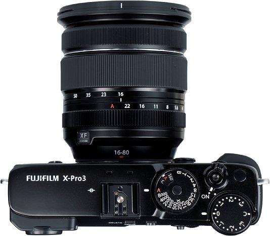 Bild Belichtungszeit und ISO-Empfindlichkeit werden bei der Fujifilm X-Pro3 mit einem pfiffigen Kombirad eingestellt. Das Belichtungskorrekturrad hingegen dreht sich etwas zu leicht. [Foto: MediaNord]