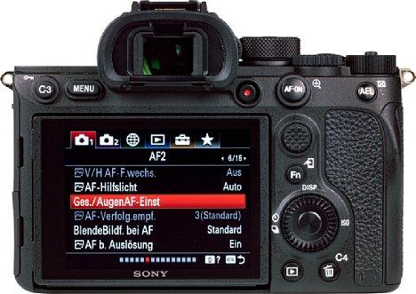 Bild Der Touchscreen der Sony Alpha 7R IV ist sehr hell und zumindest nach oben und unten beweglich, die Touchbedienung ist jedoch nur mangelhaft in die Gesamtergonomie eingebunden. [Foto: MediaNord]